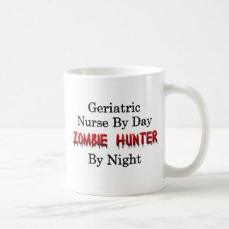 De geriatrische Verpleegster/Jager van de Zombie Koffiemok
