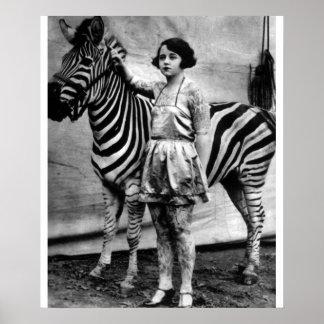 De getatoe?ërde Dame en het Zebra van het Circus Poster
