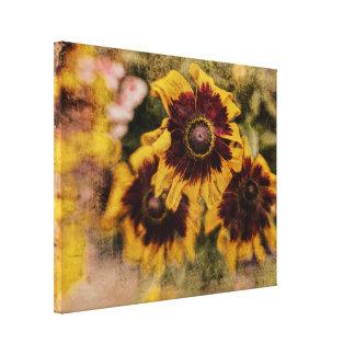 De geweven bloemen van de grunge gele en bruine canvas afdruk