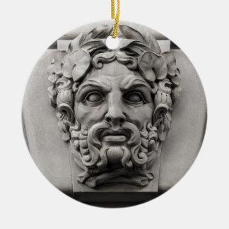 De Gezichten van de Steen van het terracotta bij Rond Keramisch Ornament