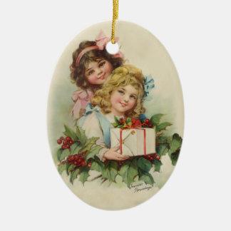 De Gift van de Hulst van twee Meisjes - Francis Keramisch Ovaal Ornament