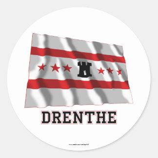 De Golvende Vlag van Drenthe met Naam Ronde Stickers