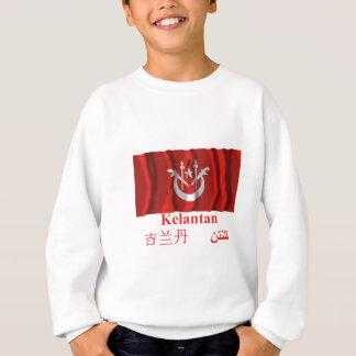 De golvende vlag van Kelantan met naam T-shirts