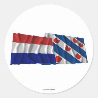 De Golvende Vlaggen van Nederland & van Friesland Ronde Sticker