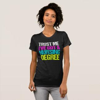 De grappige Afstuderen van de Verpleegster T Shirt