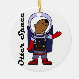 De grappige Astronaut van de Otter van het Zee in Rond Keramisch Ornament