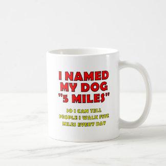 De Grappige Mok van de Hond van vijf Mijl