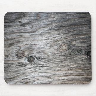 De grijze Houten Korrel kijkt met Knopen Muismat