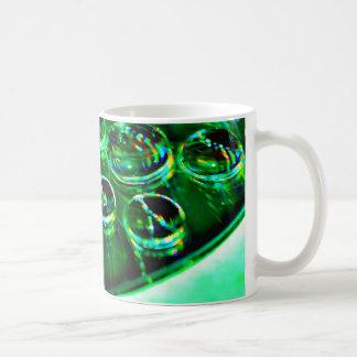 De groene Druppeltjes van het Water op CD Koffiemok