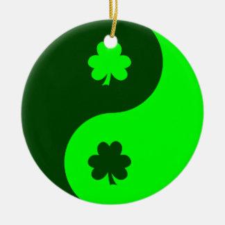 De Groene Klaver Yin Yang 2 van het limoen Rond Keramisch Ornament
