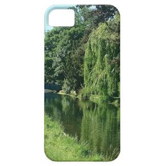 De groene zonnige gang van de de bomenrivier van barely there iPhone 5 hoesje