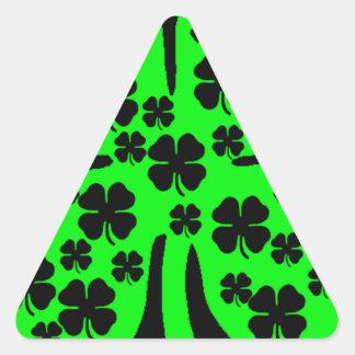 De grote Groene Vier zwarte klavers van de Driehoekige Sticker