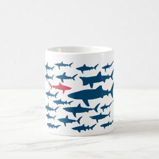 De haaien, gaan uw eigen manier! Mok