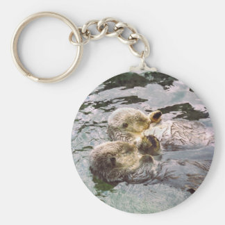 De Handen van de Holding van de Otters van het zee Sleutelhanger