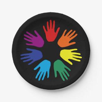 De handen van de regenboog papieren bordjes