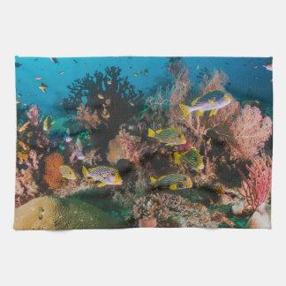 De handhanddoek van het koraalrif theedoek