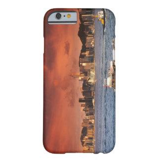 De Haven van Hong Kong bij Zonsondergang Barely There iPhone 6 Hoesje