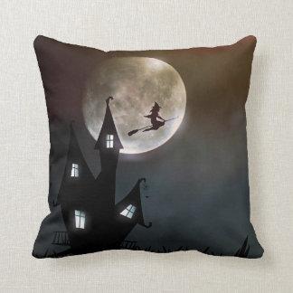 De Heks Halloween van de volle maan Sierkussen