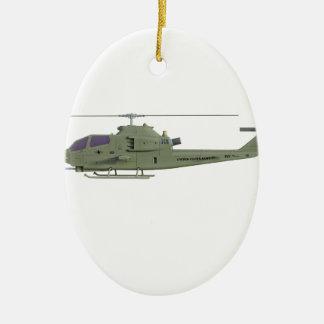 De helikopter van Apache in zijaanzichtprofiel Keramisch Ovaal Ornament