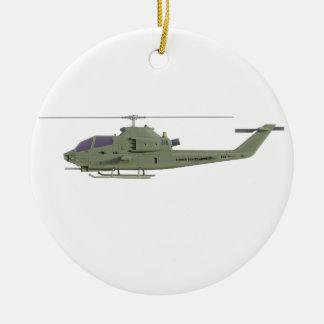 De helikopter van Apache in zijaanzichtprofiel Rond Keramisch Ornament