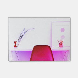 De hete Roze Stoel van de Leraar van het Bureau Post-it® Notes