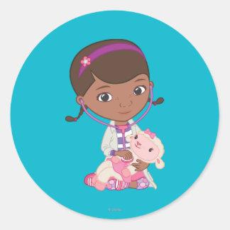 De Holding Lambie van doc. McStuffins Ronde Sticker