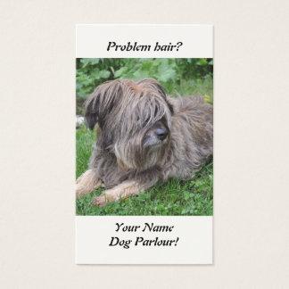 De hond met haar over het is ogen visitekaartjes