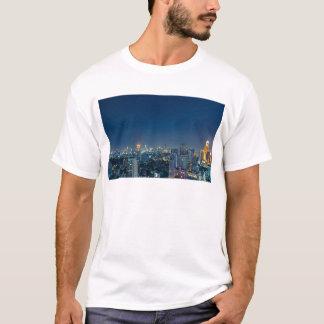 De horizon van Bangkok bij nachtpanorama T Shirt