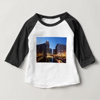 De Horizon van de Nacht van Millwaukee Baby T Shirts