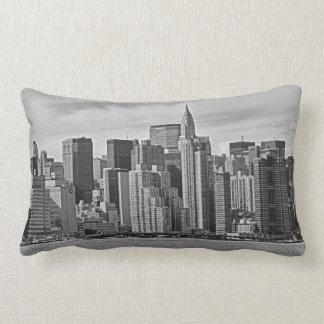 De Horizon van de Stad van New York van de Rivier Lumbar Kussen