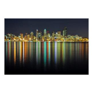 De horizon van Seattle bij nacht met bezinning Perfect Poster