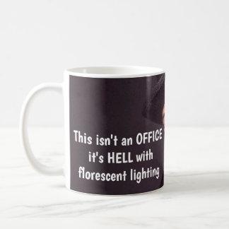 De humoristische Mok van de Koffie van het Kantoor