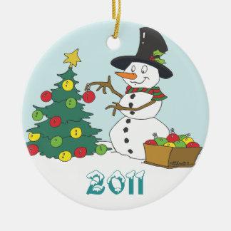 De In orde makende Boom van de sneeuwman Rond Keramisch Ornament