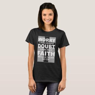 De inspirerend T-shirt van de Vrouw over Geloof