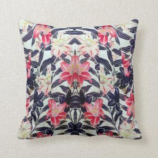 De Japanse Bloemen van de Lelie van de Kimono Sierkussen