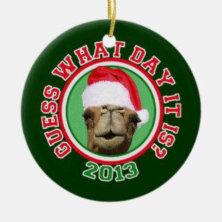 De Kameel van de Dag van de Bult van Kerstmis 2013 Rond Keramisch Ornament
