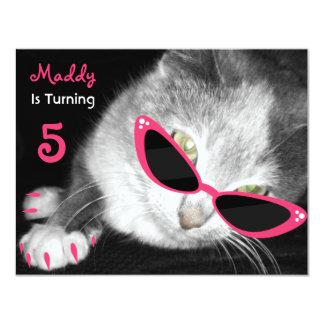 De kat met de Partij van de Verjaardag van de 10,8x13,9 Uitnodiging Kaart