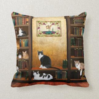 De katten van de bibliotheek sierkussen