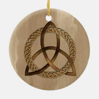 De Keltische Knoop van de Drievuldigheid Triquetra Rond Keramisch Ornament