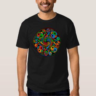 De Keltische Spiraal van het Gebrandschilderd glas Shirts