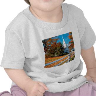 De Kerk van de herfst in Pracht New England T Shirt