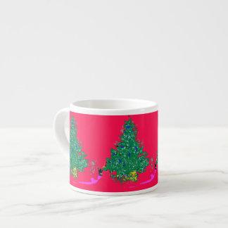 De Kerstboom van het mamma met bollen op rode Espresso Kop