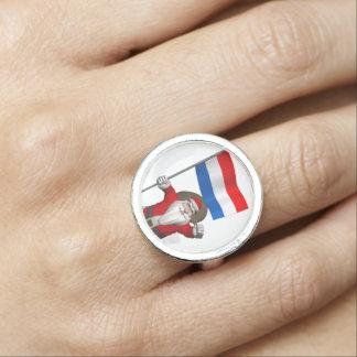 De Kerstman met Vlag van Nederland Ringen