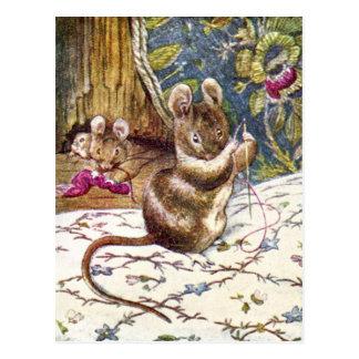 De kleine Muizen zijn Bezig het Naaien Briefkaart