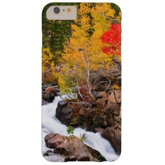 De kleur van de herfst langs de Kreek van de Barely There iPhone 6 Plus Hoesje