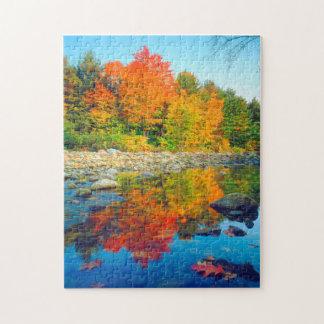 De Kleuren die van de herfst in een stroom in Puzzel