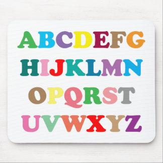 De kleurrijke brieven van ABC Muismat