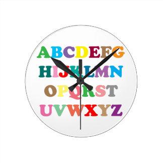 De kleurrijke brieven van ABC Ronde Klok Medium
