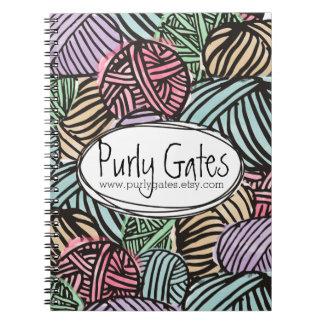 De kleurrijke krabbelballen van garen het breien ringband notitieboek