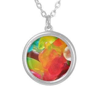 de kleurrijke textuur van de geleigom zilver vergulden ketting